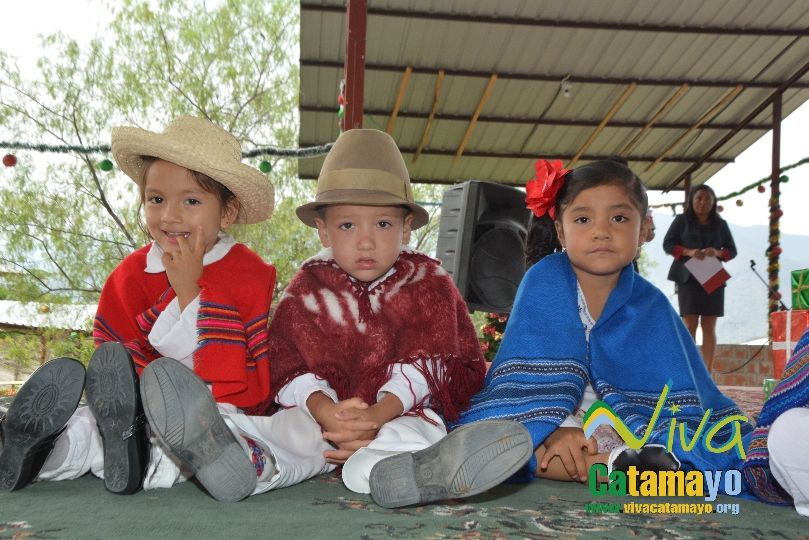 Estudiantes de la Escuela de Educación Básica Particular participan de concurso de trajes navideños y festival de Villancicos (2)