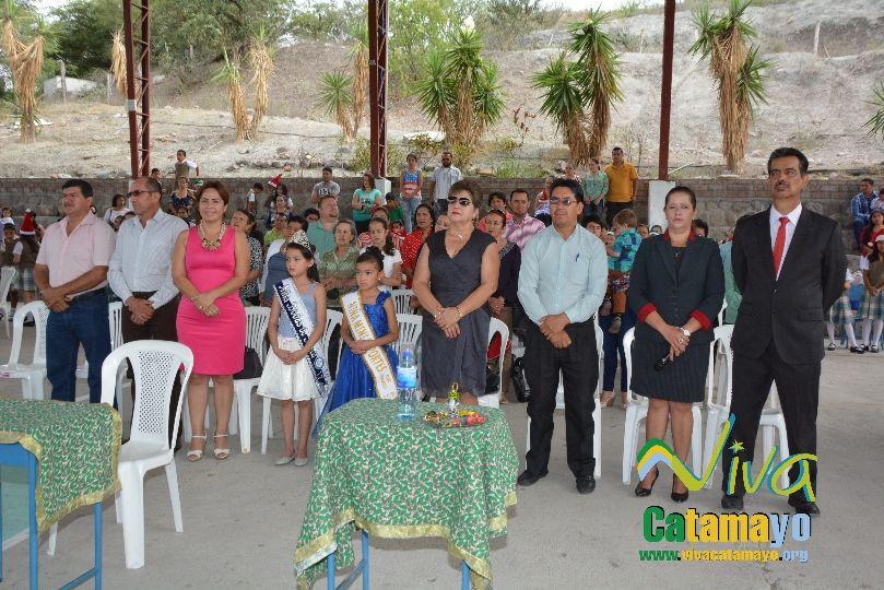 Estudiantes de la Escuela de Educación Básica Particular participan de concurso de trajes navideños y festival de Villancicos (3)