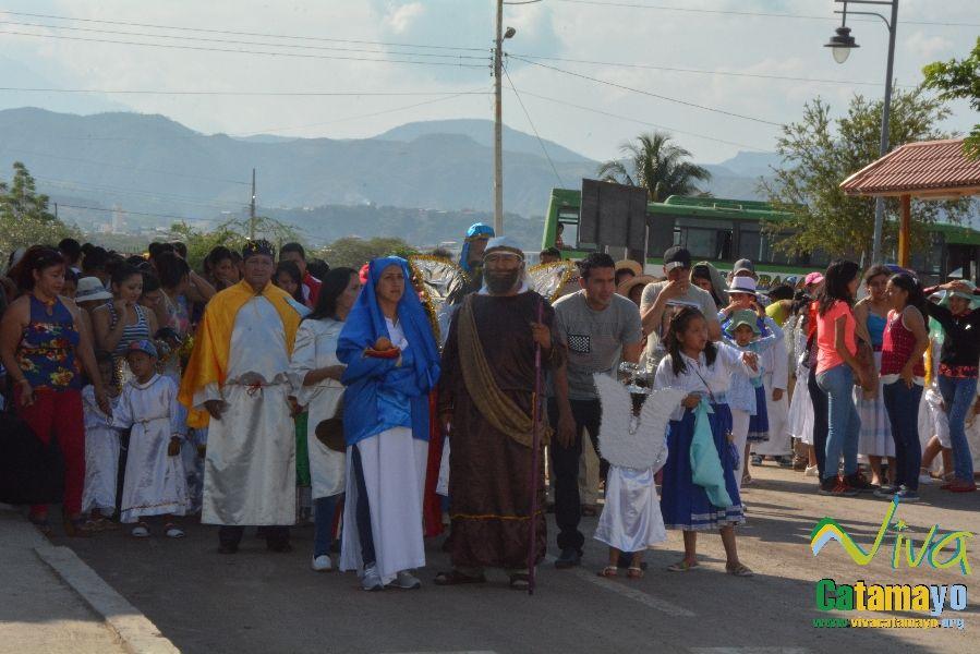 Niños (as) de la Unidad Educativa Julio María Matovelle recuerdan el nacimiento del niño Jesús. (1)