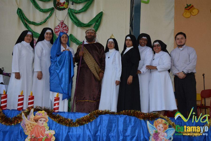 Niños (as) de la Unidad Educativa Julio María Matovelle recuerdan el nacimiento del niño Jesús. (5)
