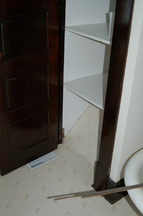 A Guest Bathroom Before04