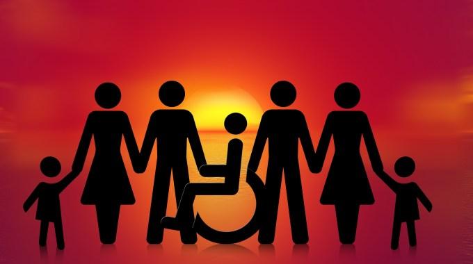Familie Mit Rollstuhlfahrer