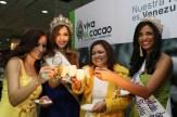 """Las misses del cacao """"hermosearon"""" el evento. Leudys González, de la fundación Nuestra tierra, y Liliana Elías"""