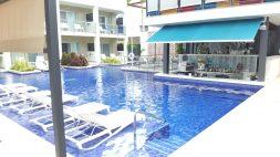 Main pool & Pool Bar | Piscina principal e bar - Catalonia Royal La Romana
