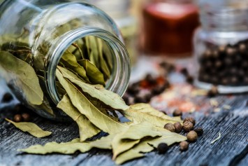 Bay leaves and other spices