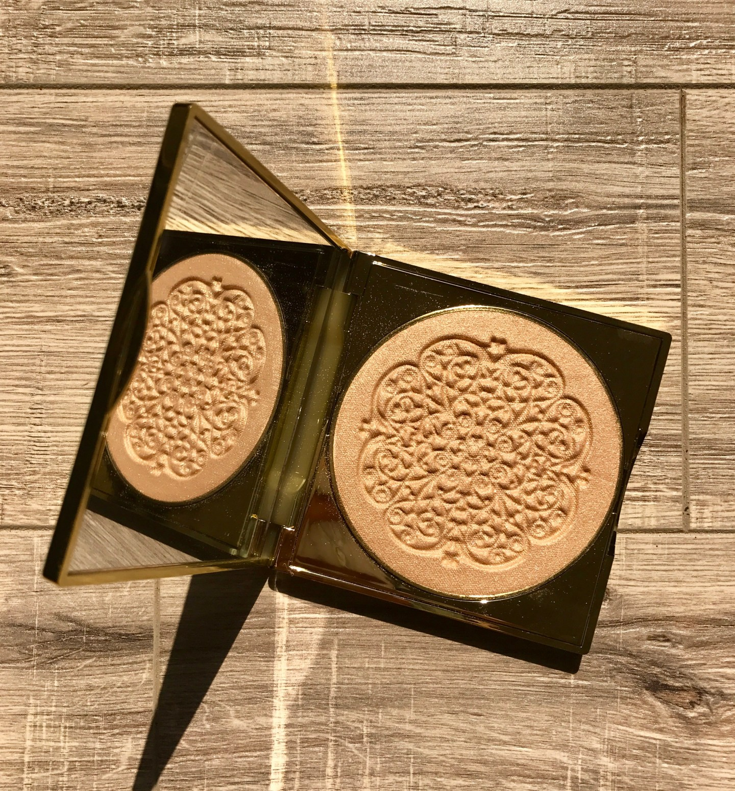 FIRST LOOK & SWATCHES: TARTE HOLIDAY 2017- GODDESS GLOW HIGHLIGHTER!