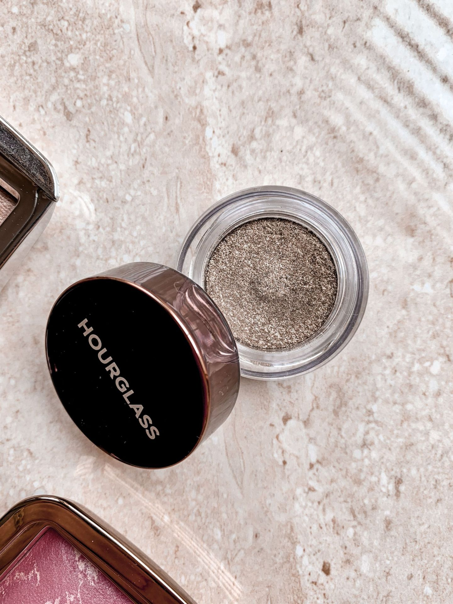 hourglass scattered light eyeshadow