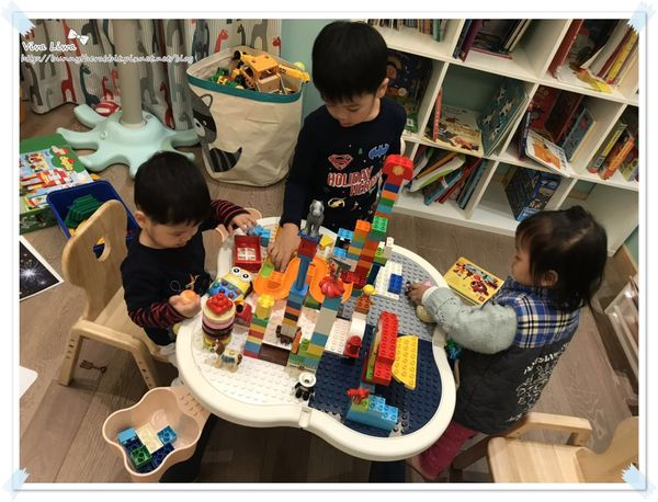 【玩具】龍鳳23M。超高顏值又好用的多功能樂高積木桌(可相容樂高得寶duplo大顆粒)
