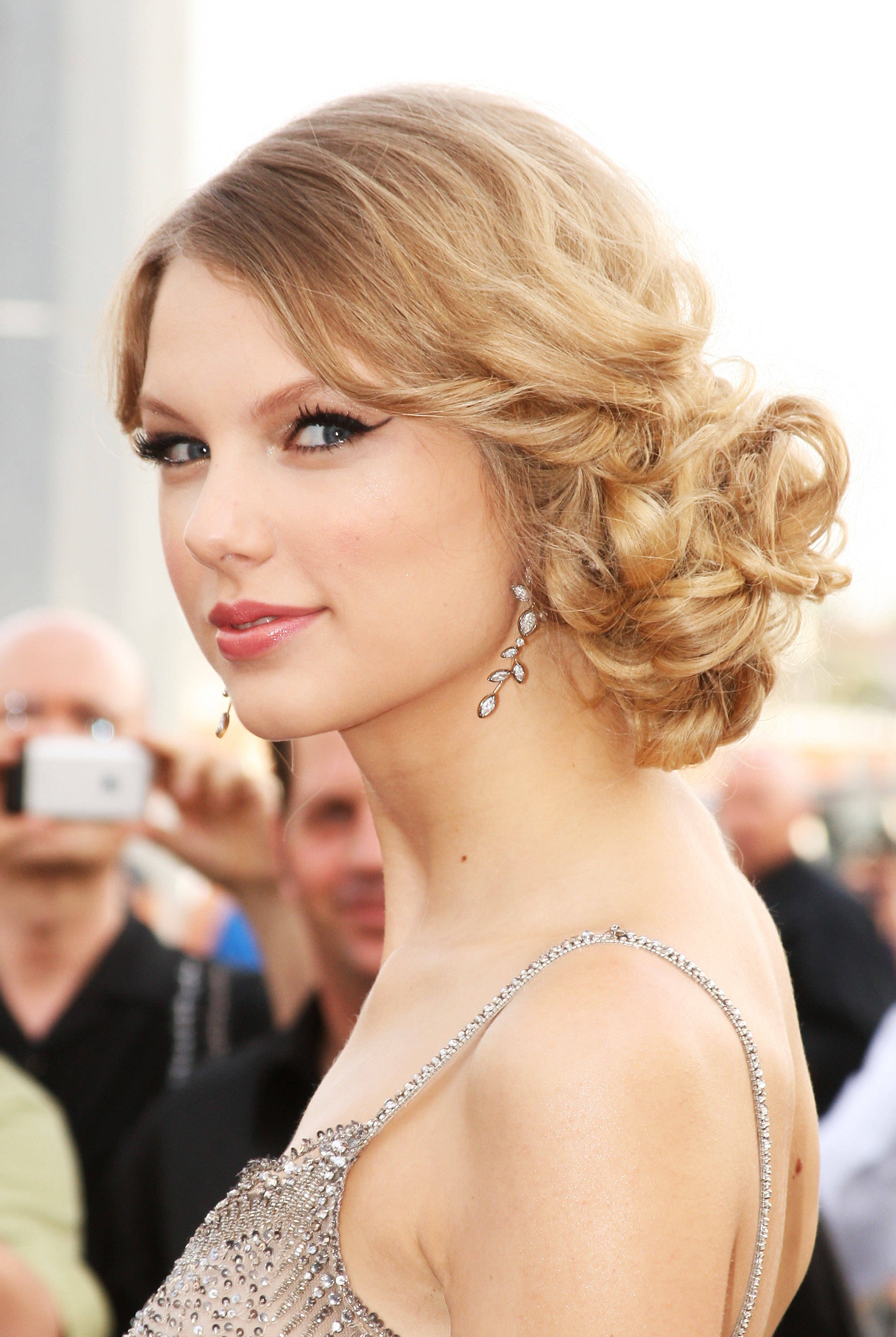Popular  Easy Updo Hairstyle for Prom Night  vivanspace
