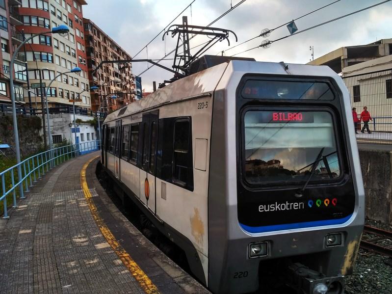 Am Anfang steht die Bahn. Euskotren - des Basken Freund und Helfer.