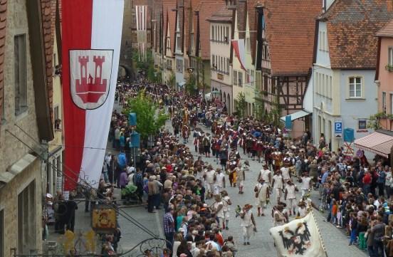 Desfile en la calle Galgengasse