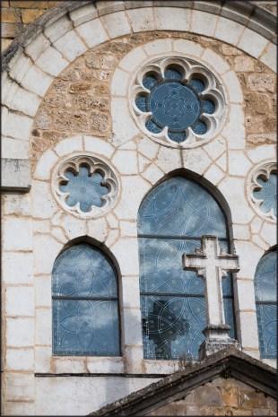 Frías: Iglesia de San Vicente y los toriles
