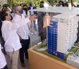 """Presidente Luis Abinader visita etapa final de la torre """"7 Mares at Cap Cana"""""""