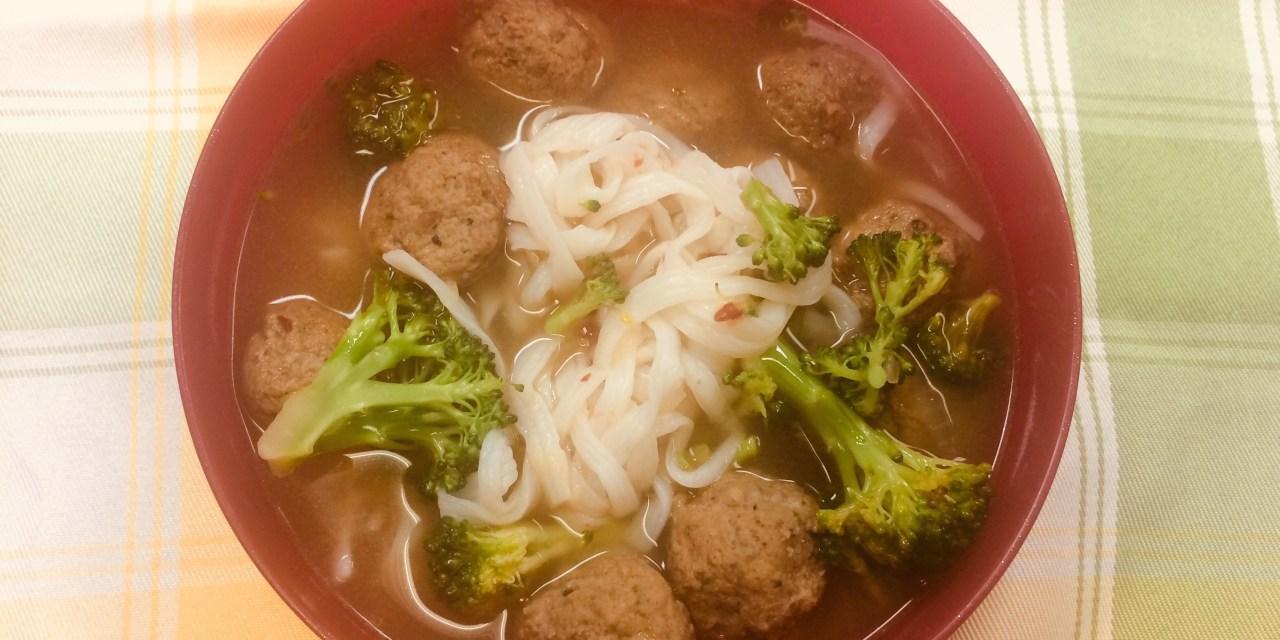 Soupe asiatique aux boulettes de viande