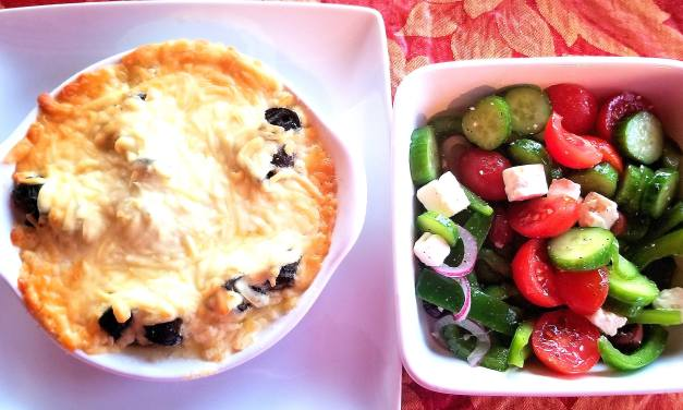 Escargots à l'ail gratinés et salade grecque
