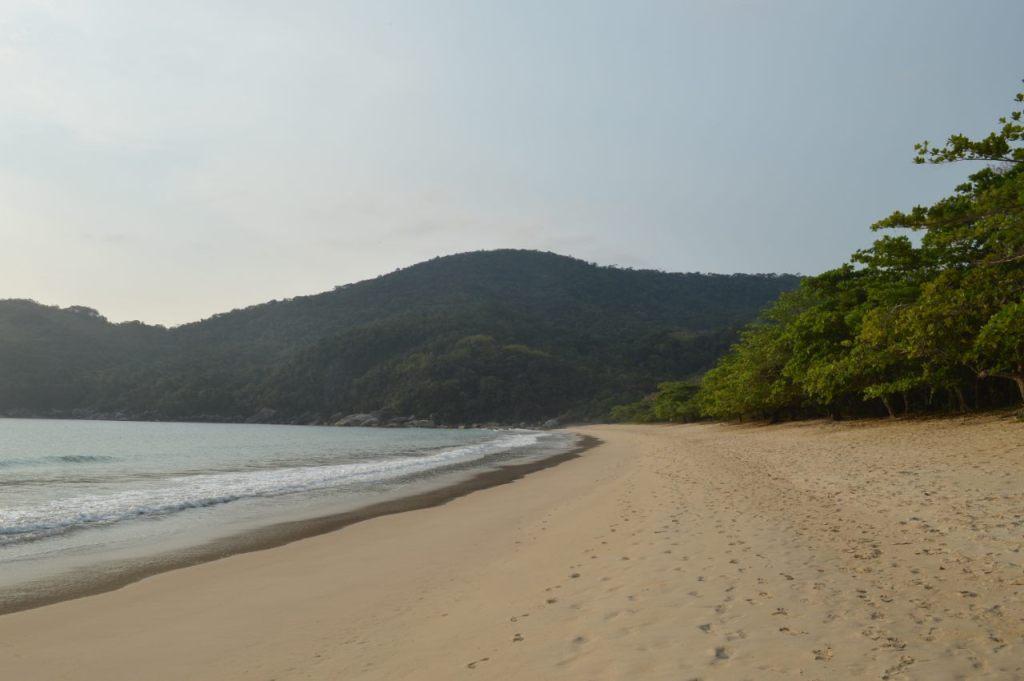 Praia de Parnaioca na Ilha Grande. Vivente Andante.