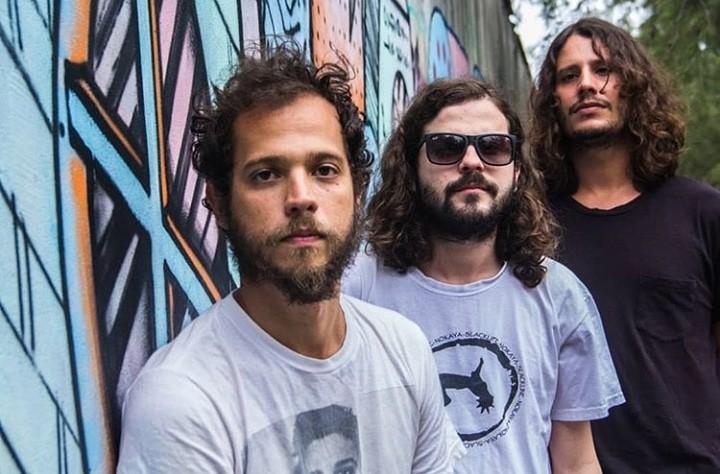 Trio Frito toca no Alternativo Rock Club.