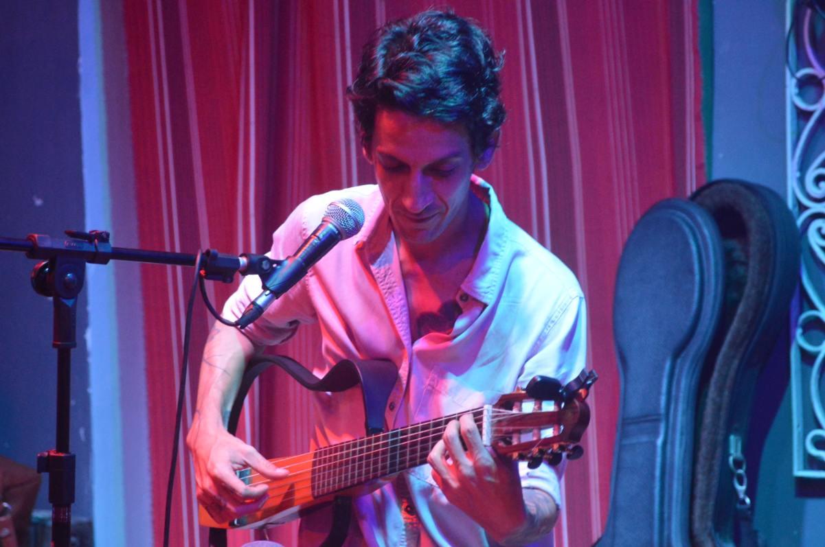 Carlos Posada, compositor. Saiba mais no Vivente Andante.
