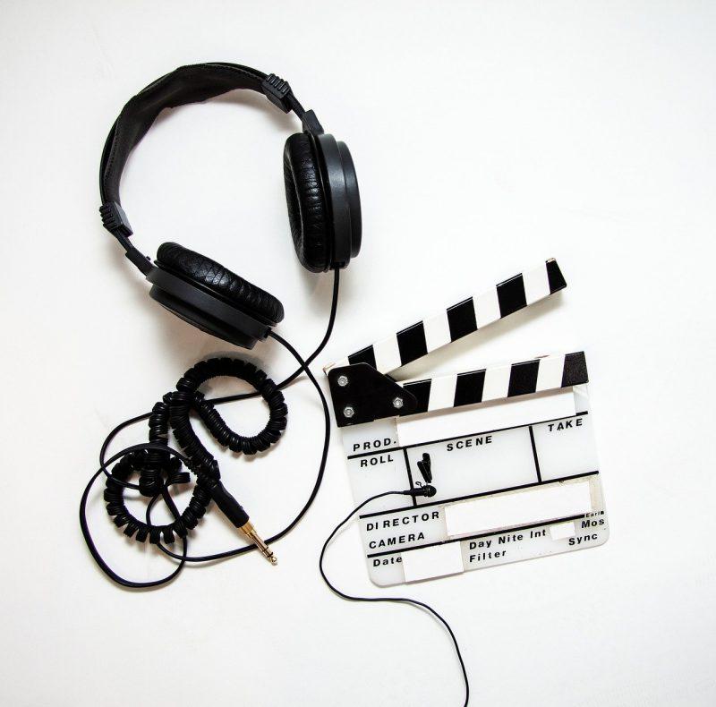 headphones, clapper, clapperboard-4223911.jpg