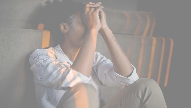 Curando feridas emocionais com meditação.