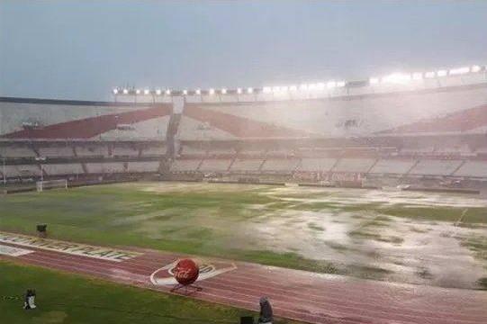 Temporal castiga gramado do Monumental, e jogo do River Plate vs Quilmes é adiado