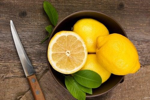 Risultati immagini per limone tagliato a meta