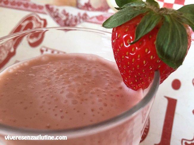 Smoothie with yogurt, banana and strawberries