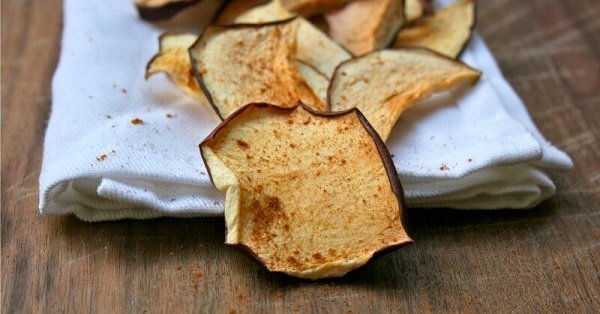 Dehydrated Apple Chips with Cinnamon Essential Oil