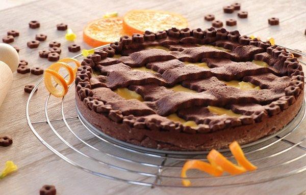 Gluten-free cocoa pie with orange cream