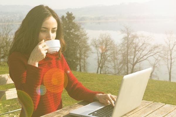 É possível ganhar dinheiro na internet? Como?