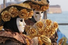 6449403-mascaras-de-carnaval-de-venecia