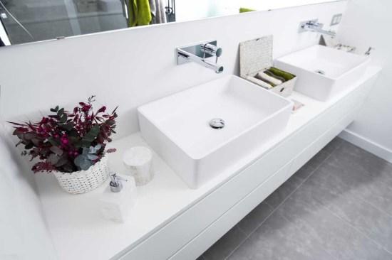 Total white con lavabo de Corian