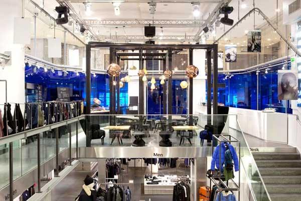 Il nuovo LE66 Cafè di Parigi