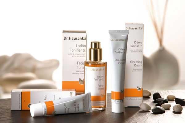 Curare la pelle del viso: il rituale di bellezza Dr.Hauschka