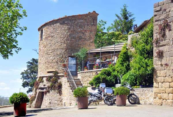 Dimore storiche e fascino gourmet in Val d'Orcia: Residenza Il Torrino, Osteria La Porta