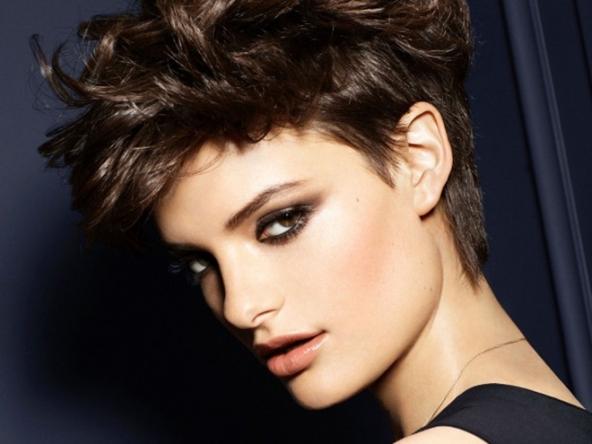 Tagli capelli corti ricci femminili 2013
