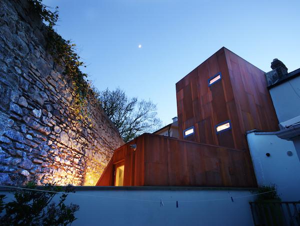 A Dublino, una villa vittoriana riqualificata dall'acciaio