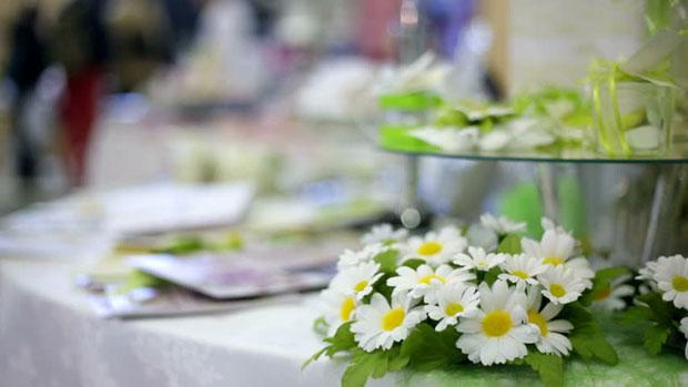 Tendenze tavola di primavera idee per una mise en place di stile viviconstile - Tavola di primavera idee ...
