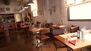 Un\'enoteca con cucina a Milano in zona Bovisa: Enosteria ...