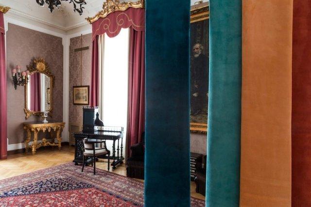 Mostra del designer Vito Nesta nelle stanze di Giuseppe Verdi al Grand Hotel et de Milan