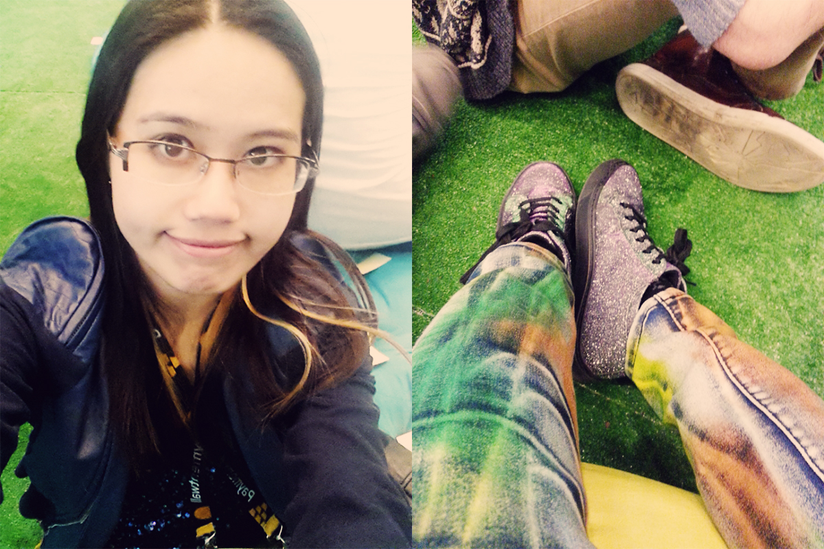 Resting my feet at Mild Rumpus, in the middle of a packed day of networking, learning, and chatting to other devs.
