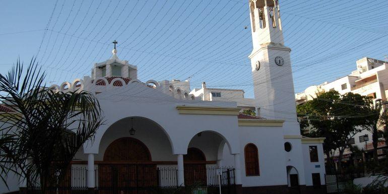 1280px-Church_white_Tenerife