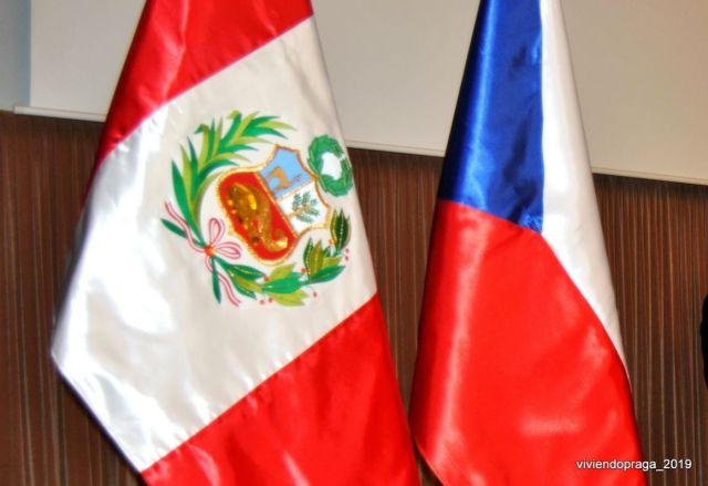 banderas Perú Chequia