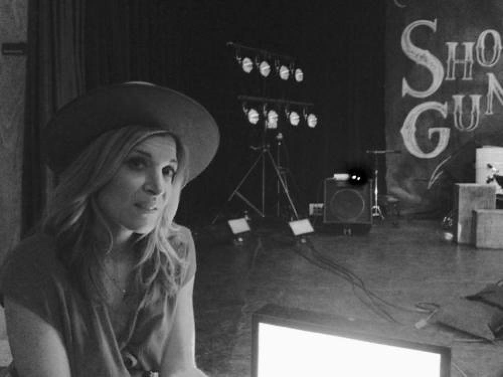 Catherine Porter Premieres Her Debut Single Dune Road