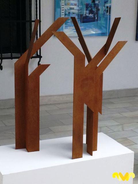 """Marga Gª Pinto. Escultura """"Arboleda"""" Hierro oxidado"""