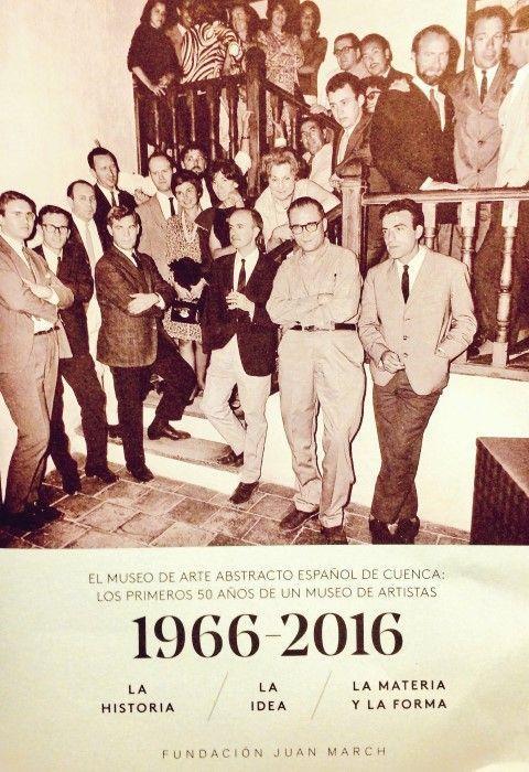 Fernando Zóbel rodeado de amigos en la inauguración del Museo de Arte Abstracto Español de Cuenca. 1966
