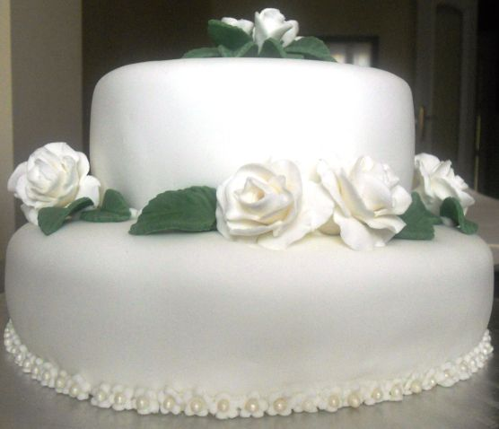 Carmen Moreno realiza un trabajo de pastelería primoroso, delicado y exquisito.