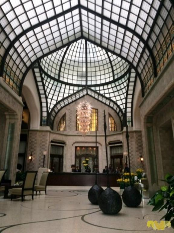 Vivir como Reyes en Budapest. Hall del Hotel Four Seasons