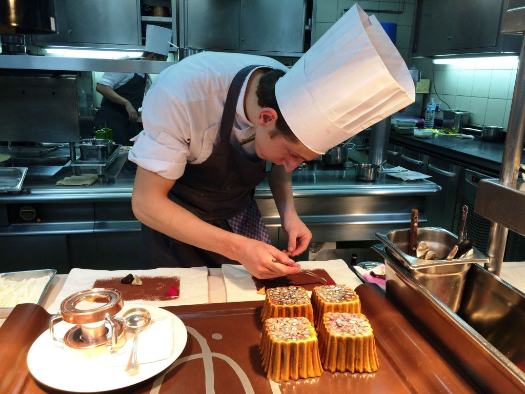 Bizcocho de chocolate al curry. Restaurante M. B. Hotel Ritz-Carlton Abama. Tenerife