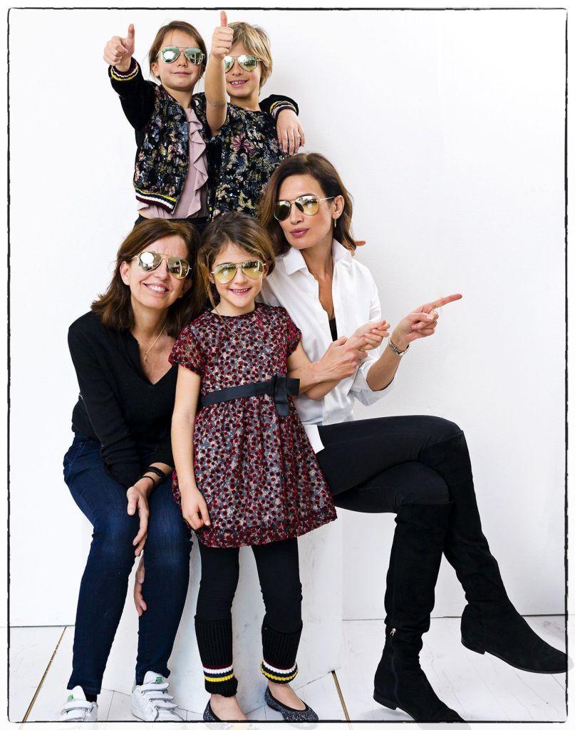 Las diseñadoras Belén Villalobos y Nieves Alvarez con las niñas N+V